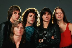 left to right: Jonathan Cain, Ross Valory (front), Neal Schon, Steve Perry, Steve Smith